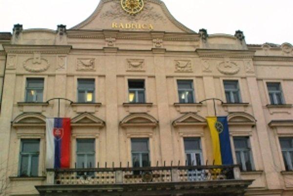 Trnavská radnica pred Vianocami odpustí podnikateľom dlhy.