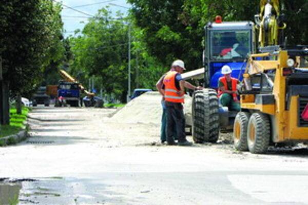 Bernolákova. Uzavretú ulicu plánujú otvoriť začiatkom októbra.