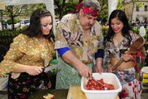 Pre návštevníkov festivalu včera pripravovali kulinárske špeciality.