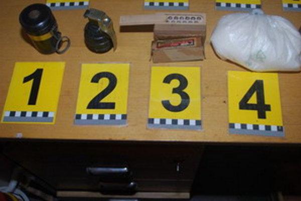 Dôkazový materiál, ktorý zaistili policajti.