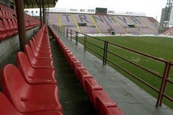 Futbalový štadión začnú stavať až v roku 2012.