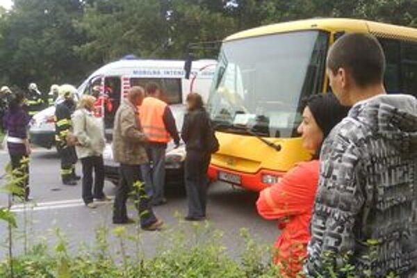 Dopravná nehoda zablokovala Hospodársku ulicu v Trnave.