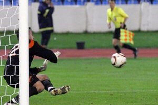 Brankár Martin Raška Spartak v derby niekoľkokrát podržal, smoliarsky inkasovaný gól mu na vrub nepripisovali spoluhráči ani tréner Radolský.