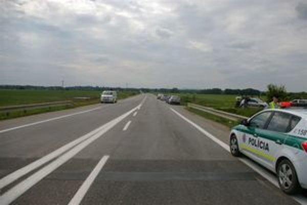 Policajta zrazil vodič na ceste medzi Trakovicami a Hlohovcom