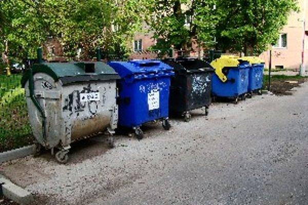 Ľudia sa na nedostatok smetných kontajnerov zatiaľ nesťažujú.
