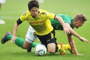 Shinji Kagawa (v žltom) strelil jediný gól stretnutia Dortmund - Werder.