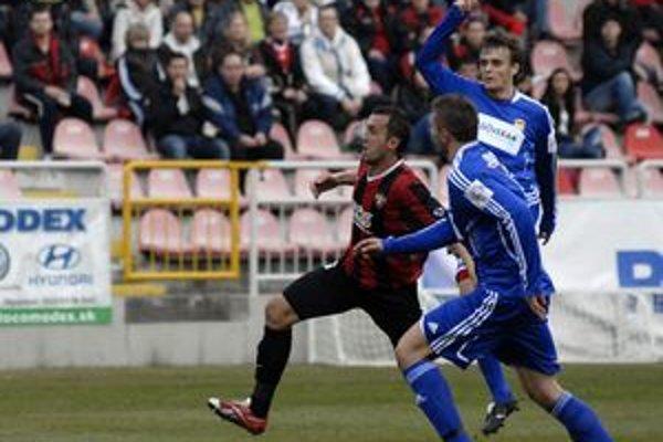 Obranca Spartaka Peter Doležaj strelil dôležitý vedúci gól svojho tímu z pokutového kopu.