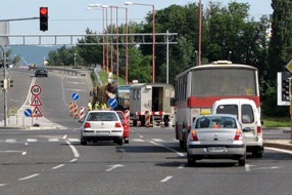 Zdanlivo drobné úpravy na cestách si vo väčšine prípadov vyžadujú vysoké investície.