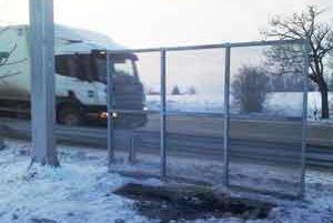 Káble jednej z častí mýtnej brány v Trakoviciach úplne zhoreli.