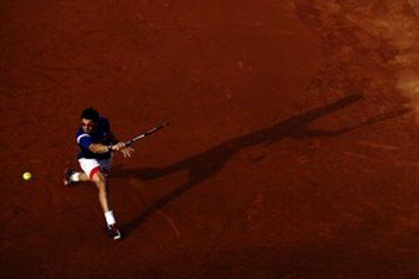 Janko Tipsarevič v zápase s Nadalom.