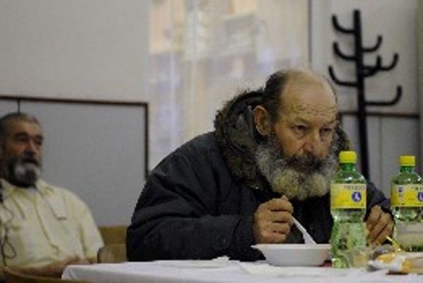 Bezdomovci oslávia Vianoce o dva dni skôr.