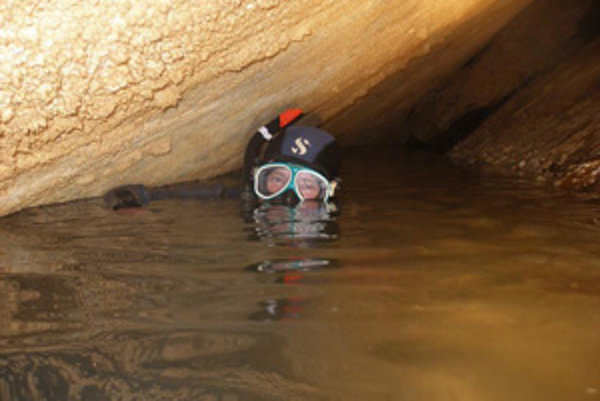 Jaskyniari objavili nové vchody, cez ktoré by mohli preniknúť hlbšie do Trstínskej vodnej priepasti.