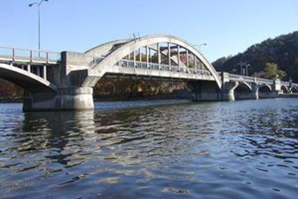 Piešťany plánujú nový most, ktorý by mal ísť cez vodnú nádrž Sĺňava.