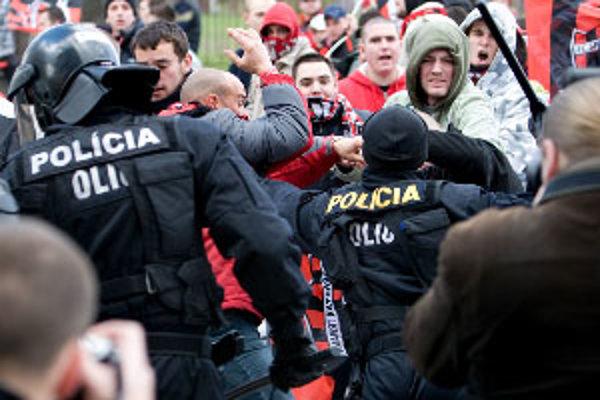 Fanúšikov obvinili z výtržníctva.