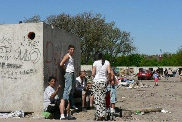 Na Coburgovej ulici bývajú tri skupiny Rómov.