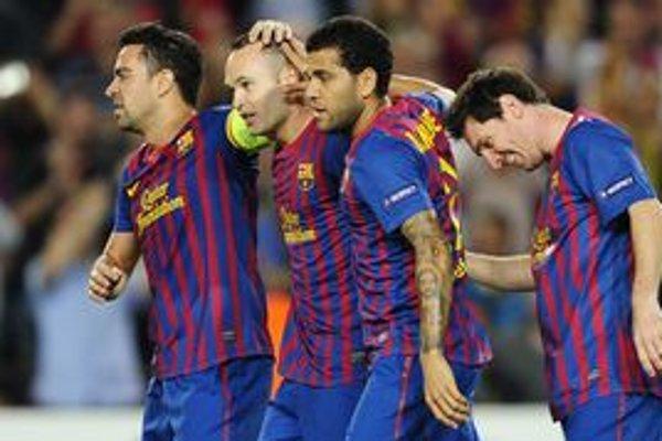 Xavi Hernandéz, Andrés Iniesta, Daniel Alvés a Lionel Messi (zľava) z FC Barcelona.