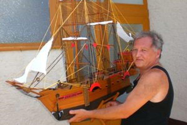 Pirátsku loď Swallow skonštruoval modelár Edo Levko.