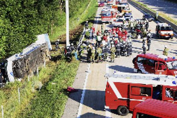 Haváriu autobusu pravdepodobne spôsobil mikrospánok vodiča.