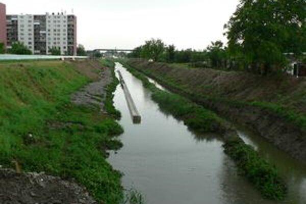 Nepriaznivé počasie pozastavilo práce na úprave toku.