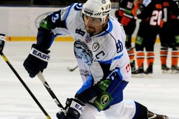 Pre Jaroslava Obšuta je Dinamo Minsk tretí klub v KHL - predtým hral v Spartaku Moskva (2009 - 2010) a vlani dosiahol na finále s Atlantom Mytišči. V reprezentácii Slovenska odohral 37 zápasov, strelil jeden gól. Naposledy nastúpil na MS 2009. NHL si vysk