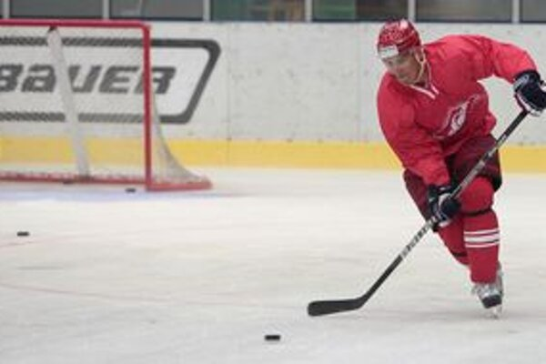 Branko Radivojevič sa po troch rokoch rozlúčil so Spartakom Moskva, v pondelok už trénoval s novými spoluhráčmi v Mytišči na predmestí hlavného mesta. Pravý krídelník  predtým odohral šesť sezón v NHL vo Phoenixe, Philadelphii a v Minnesote.
