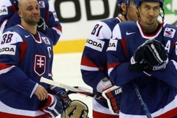 Pavol Demitra (vľavo) a Miroslav Šatan počas šampionátu 2011 na Slovensku.