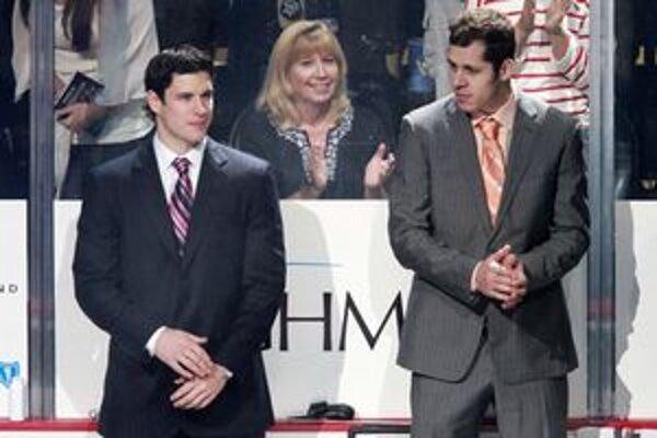 Dve najväčšie hviezdy súčasného Pittsburghu, Sidney Crosby s Jevgenijom Malkinom.