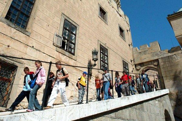 Turisti v Bojniciach najviac navštevujú zámok a zoologickú záhradu.