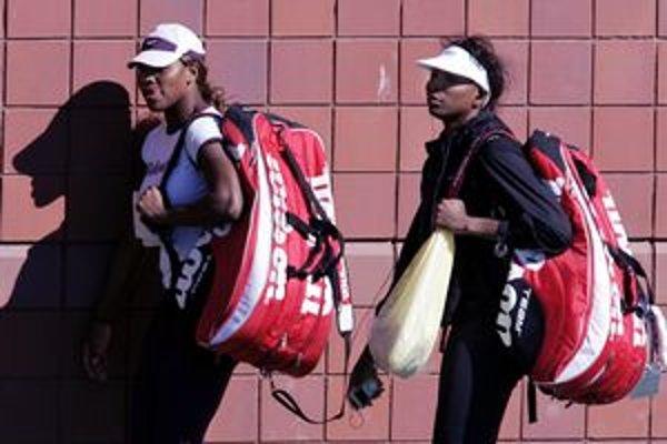 Serena (vľavo) a Venus Williamsové.