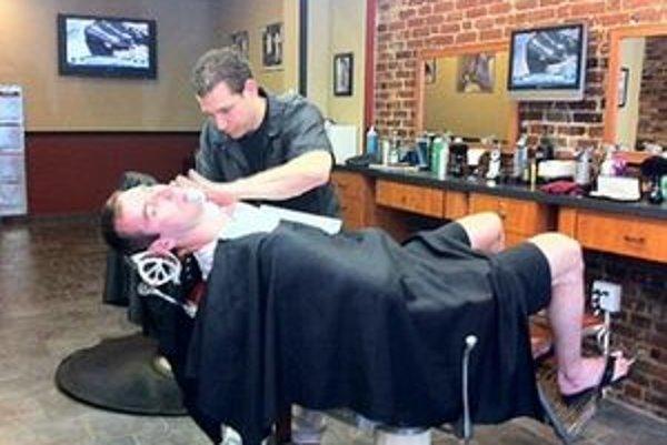 Zdeno Chára sa dal oholiť len pár hodín po finále.