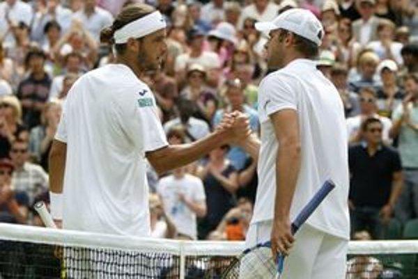 Feliciano López (vľavo) a Andy Roddick