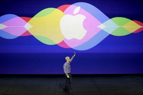 Tim Cook prezentuje novinky Apple.