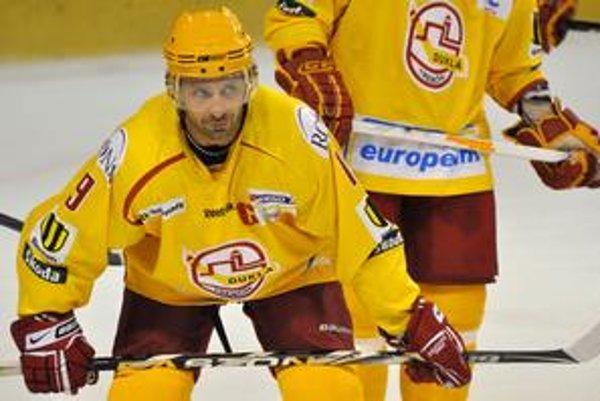 Ján Pardavý prevažnú časť svojej hráčskej kariéry spojil s Duklou Trenčín.