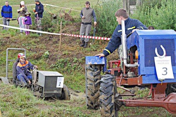 Zákerná jama bola hneď na začiatku. Niektorí jazdci potrebovali pomoc.