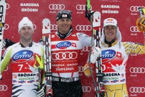 Zľava Stephan Keppler. v strede víťaz Michael Walchhofer a Erik Guay.