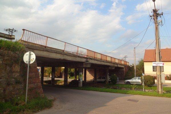 Most v Opatovej sa rekonštrukcie zatiaľ nedočká.