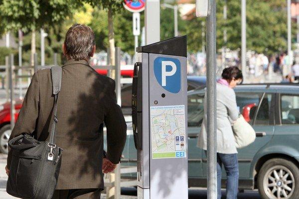 Parkovanie spoplatnili už aj v Bánovciach.