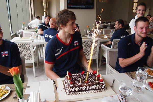 Šimon Krajčovič oslávil osemnáste narodeniny s kolegami z mužskej reprezentácie.