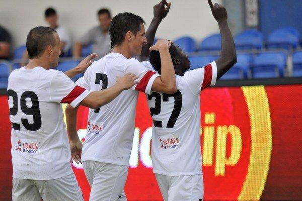 Trenčín Srbov nešetril a nastrieľal im štyri góly.