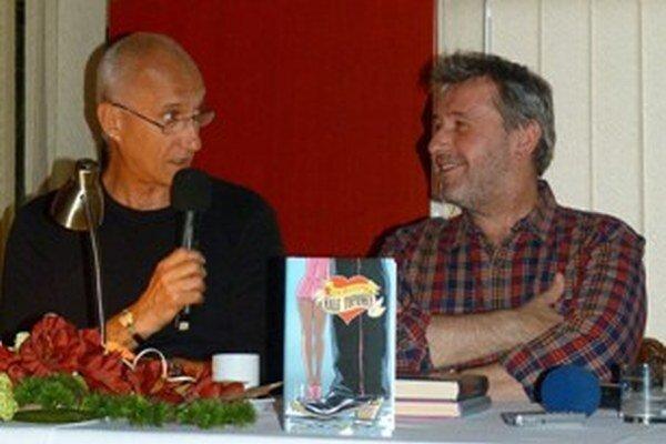 J. Banáš (vľavo) s R. Piškom predstavili čitateľom slovenskú i európsku literatúru