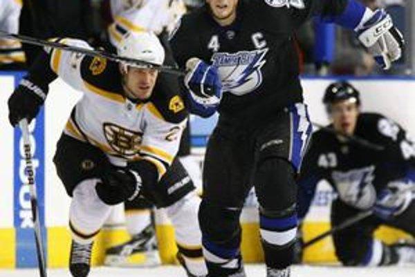 Vincent Lecavalier, útočník Tampy, je najlepšie plateným hokejistom NHL.
