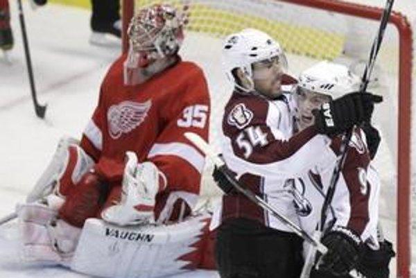 Hokejisti Colorada vyhrali po nájazdoch na ľade Detroitu.