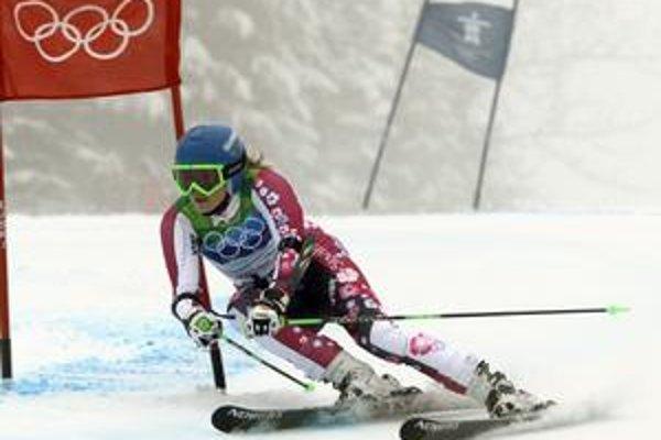Veronika Zuzulová na trati olympijského obrovského slalomu vo Whistleri.Do druhého kola vtedy uz bez sance na popredne umiestnenie a aj pre riziko zranenia pred nasledujúcim slalomom nenastupila.