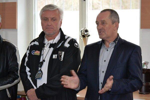 Radúz Dorňák (vľavo) s prezidentom Spartaka Pavlom Halabrínom.