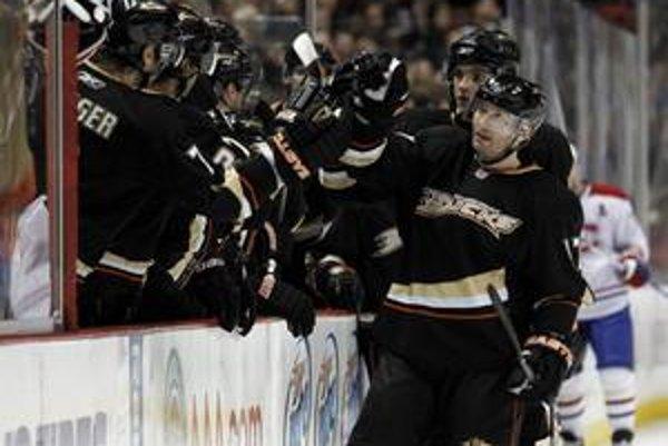 Ľubomír Višňovský sa teší z prvého gólu v drese Ducks.