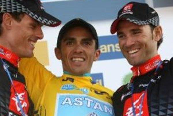 Víťaz Alberto Contador (v žltom)
