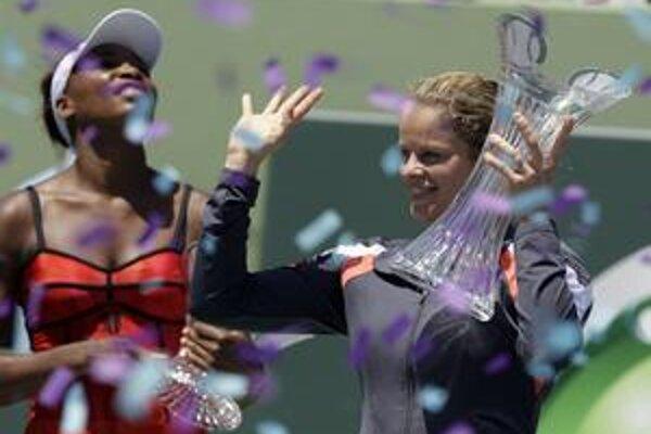 Kim Clijstersová s víťaznou trofejou.