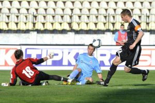 Petržalka získala v dueli so Slovanom dôležitý bod.