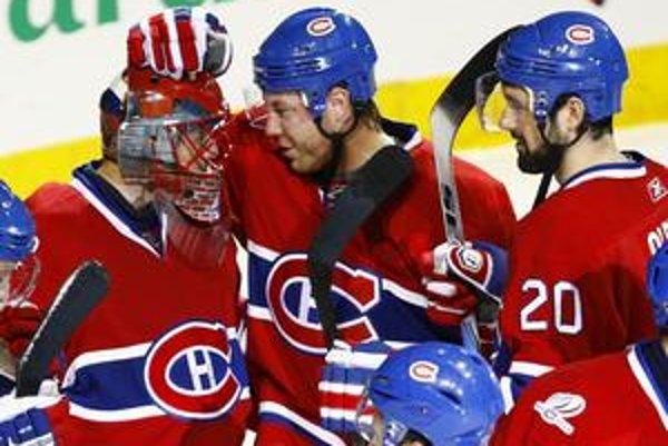 Jaroslav Halák so Sergejom Kosticynom (v strede) a Ryan O'Byrneom. V novej sezóne sa už nestretnú v zostave Montrealu Canadiens.