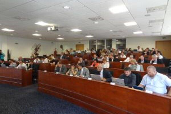 Poslanci schválili rozpočet trenčianskeho kraja.